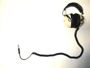 630777_white_headphones